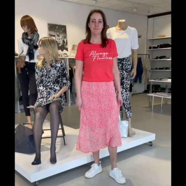 🌺 Nieuw Elvira Collections 🌺 Altijd vrolijk, trendy en betaalbaar! Maak een afspraak via de link in de bio of de webshop om gezellig te komen passen.  #elviracollections #zebraprint #leopardprint #midiskirt #red #black #white #trendy #betaalbaar #mooiboetiek #fashion #style